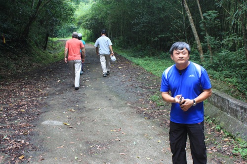 Our host from the area, Mr. Li, takes us on a 2 km hike up a mountain to build up our appetite for lunch.